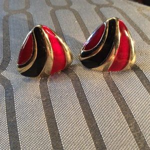 Re-Posh: Black and Cerise Clip On Earrings
